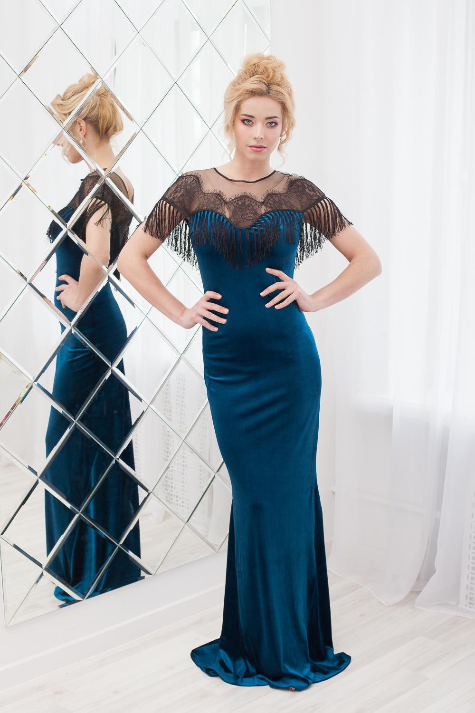 Изящное платье-годе в прокат