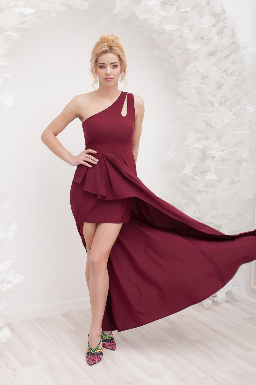 Прокат Бордовое асимметричное платье