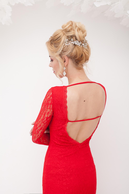 Длинное кружевное платье красного цвета в прокат