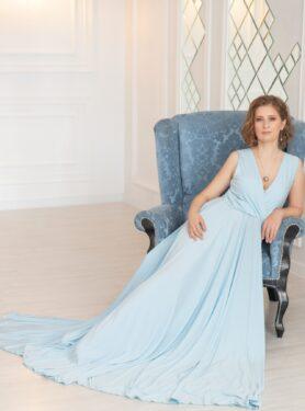 Голубое платье в пол со шлейфом