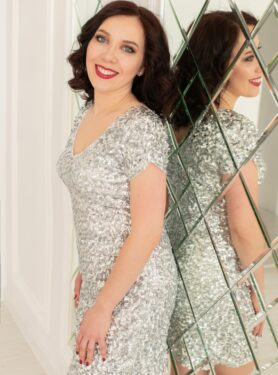 Блестящее короткое платье в пайетки