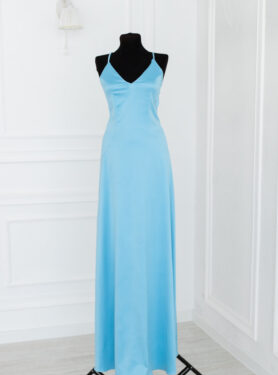 Длинное голубое платье в пол для фотосессии